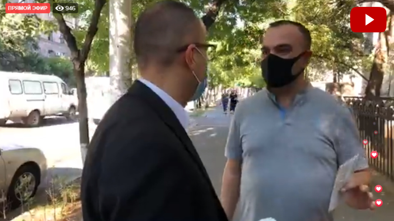Արսեն Թորոսյանը քաղաքացիներին դիմակներ է բաժանում․ ուղիղ միացում