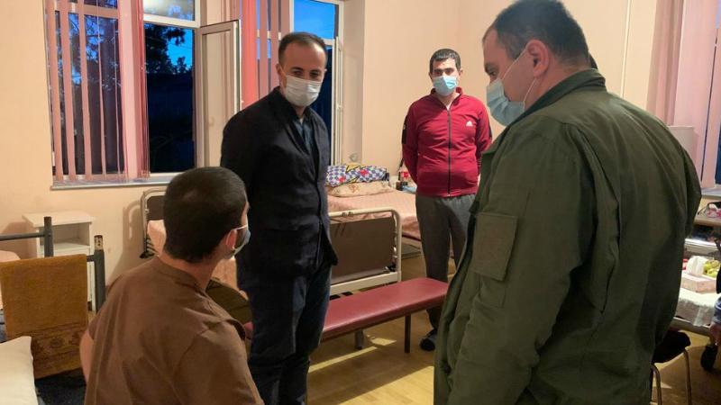 Արսեն Թորոսյանն այցելել է մարզային բժշկական կենտրոններ, որոնք զբաղվում են վիրավոր զինվորականների բուժմամբ