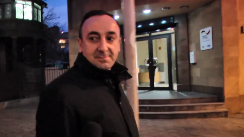 Ի՞նչ է անում Հրայր Թովմասյանը այս պահին․ ուղիղ միացում Azatutyun․TV