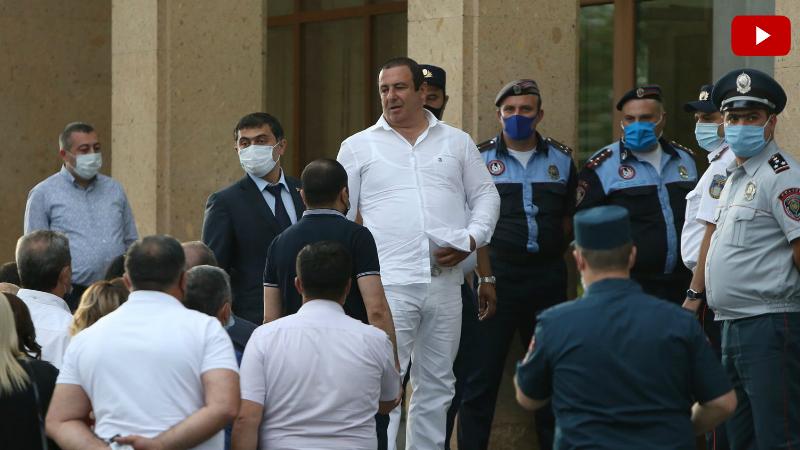 Գագիկ Ծառուկյանը ժամանեց դատարան․ հրապարակվում է նրա խափանման միջոցի վերաբերյալ որոշումը․ ուղիղ միացում