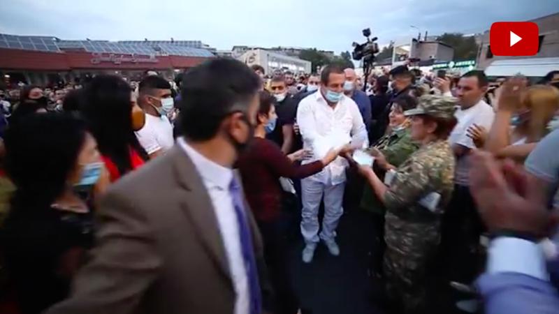 Գագիկ Ծառուկյանը հանդիպել է ԲՀԿ Նոր Նորք վարչական շրջանի տարածքային կառույցի պատասխանատուների և համակիրների հետ (տեսանյութ)