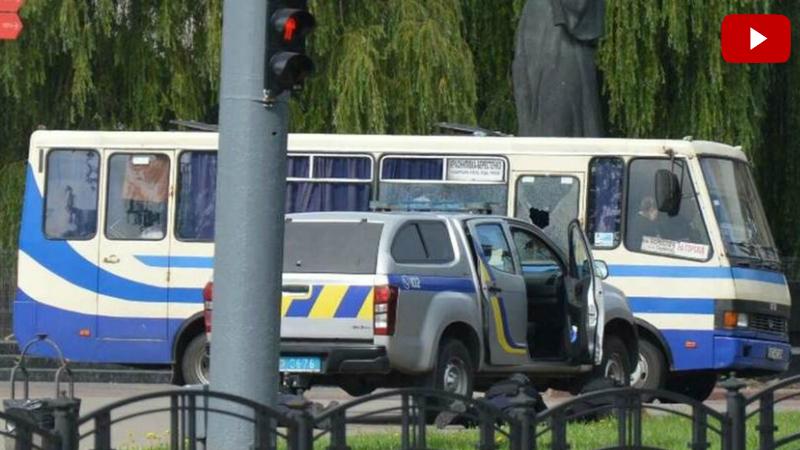 Ուկրաինայում տղամարդը պատանդ է վերցրել ավտոբուսի ուղևորներին. նա կրակում է ոստիկանական դրոնի ուղղությամբ (լուսանկարներ, տեսանյութ)