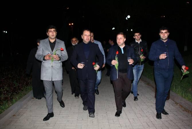 Երիտասարդներն ազգ-բանակի զինվորներն են. Վիգեն Սարգսյանը մասնակցել է քառօրյայի հերոսների հիշատակի մոմավառությանը