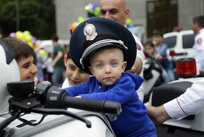 Ոստիկանությունը հունիսի 1-ի կապակցությամբ երեխաներին անակնկալներ է մատուցել