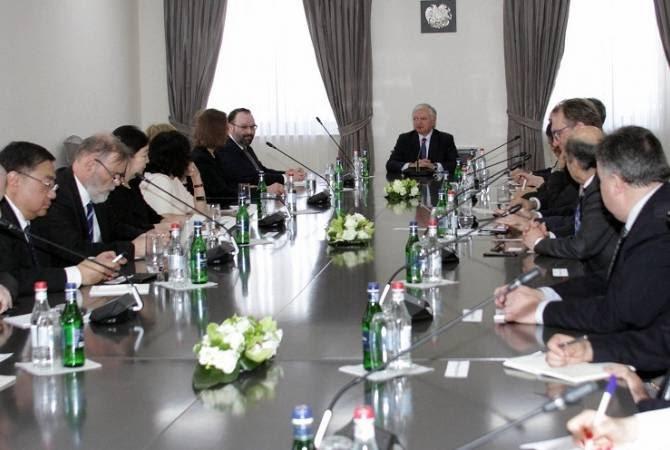 Էդվարդ Նալբանդյանը հանդիպեց Հայաստանում համատեղության կարգով հավատարմագրված դեսպաններին
