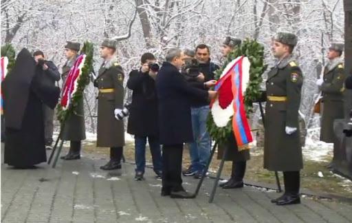 Նիկոլ Փաշինյանը հարգանքի տուրք մատուցեց մարտի 1-ի զոհերի հիշատակին