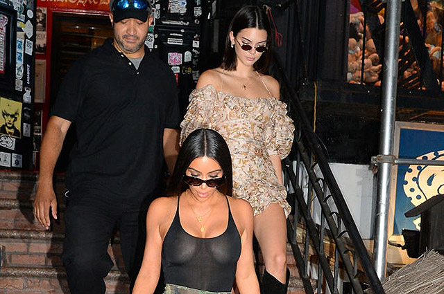 Уличный стиль знаменитости: сестры Ким Кардашьян и Кендалл Дженнер сходили за покупками (фото)