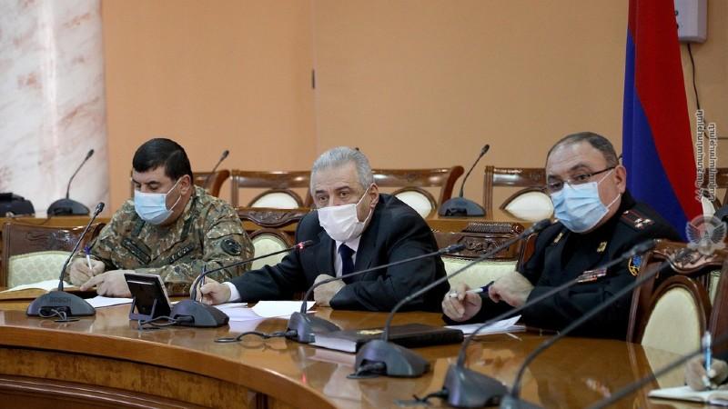 ՀՀ պաշտպանության նախարարը տեսակապով զրուցել է Հին Թաղեր-Խծաբերդ հատվածում գերեվարված զինծառայողների հարազատների հետ