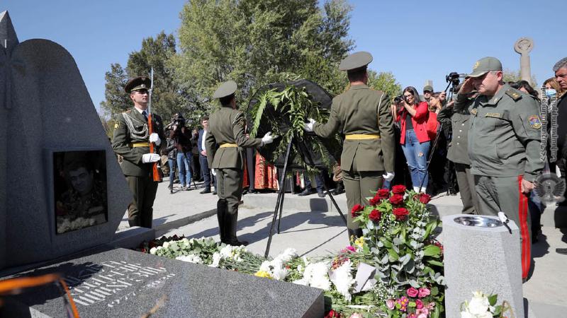 Եռաբլուրում խնկարկել են Հայաստանի Ազգային հերոս Վահագն Ասատրյանի հիշատակը