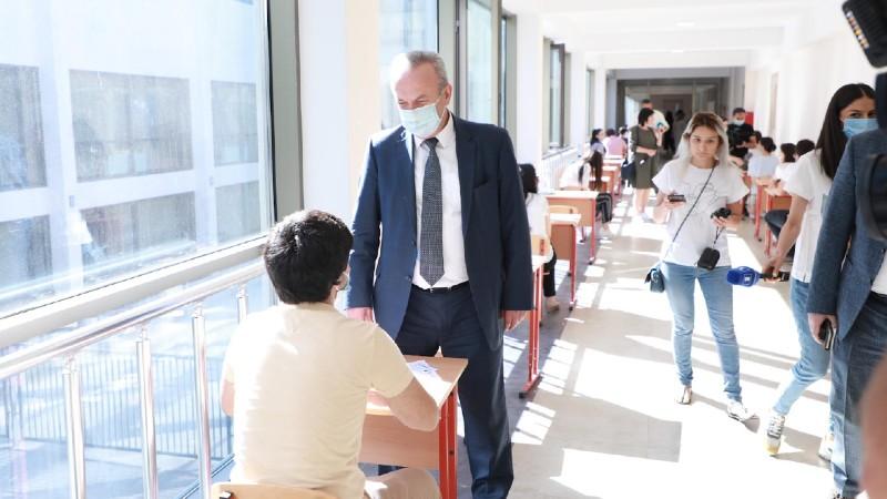 Վահրամ Դումանյանն այցելել է քննական կենտրոն