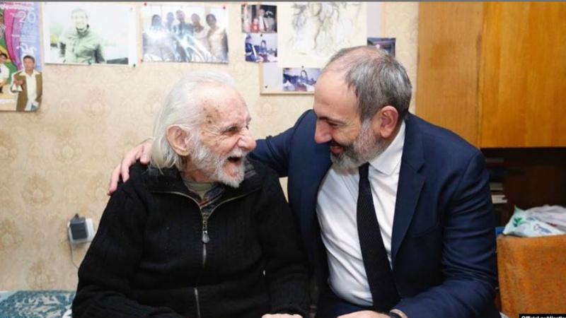 «Աստված հոգիդ լուսավորի, սիրելի Վարպետ»․ վարչապետը Երվանդ Մանարյանի հետ լուսանկար է հրապարակել