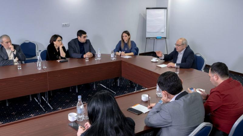 Վազգեն Մանուկյանը հանդիպել է մի շարք լրատվական կայքերի խմբագիրների հետ