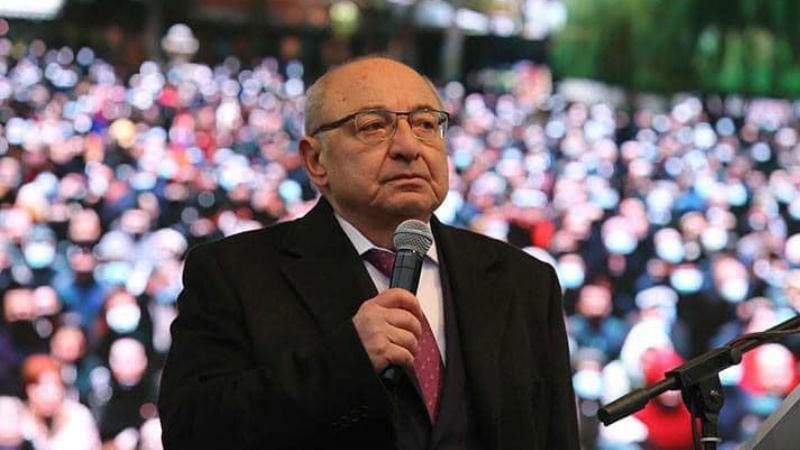 Կոչ ենք անում Հայաստանի ու Արցախի Զինված ուժերի ղեկավարությանը, համագործակցելով ռուսական խաղաղապահ զորքերի հետ, ընդունել անհրաժեշտ որոշումներ. Վազգեն Մանուկյան