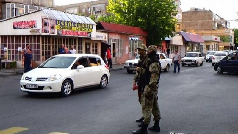 Կատարվել են խուզարկություններ, զննություններ, բերման է ենթարկվել 5 անձ. ուժեղացված ծառայություն Արմավիրի մարզում