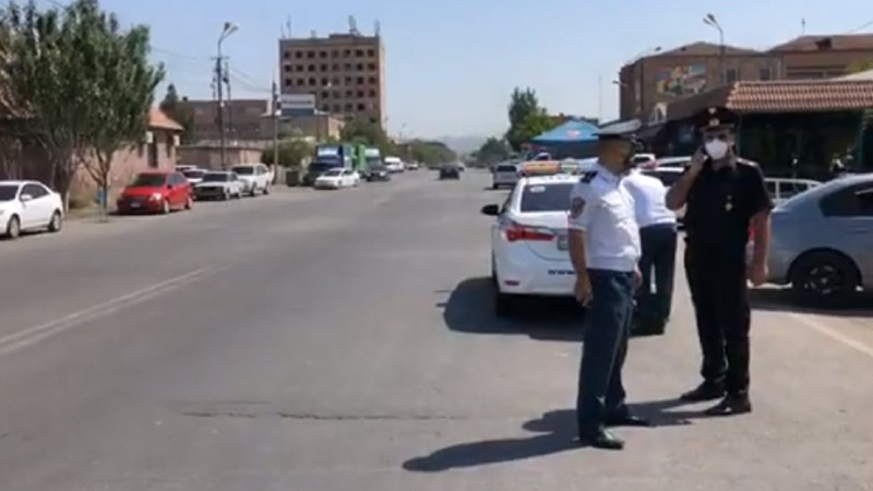 Ոստիկանությունը արտակարգ ծառայություն է իրականացնում հանրապետության բոլոր զինկոմիսարիատների հարակից տարածքներում  (տեսանյութ)