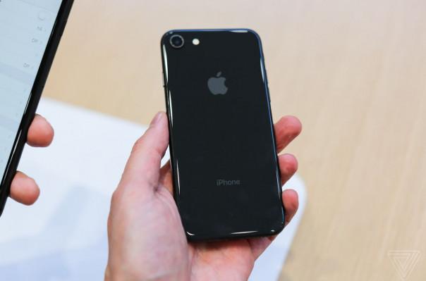 iPhone 8-ի հետին պանելի նորոգումն ավելի թանկ կարժենա, քան էկրանինը