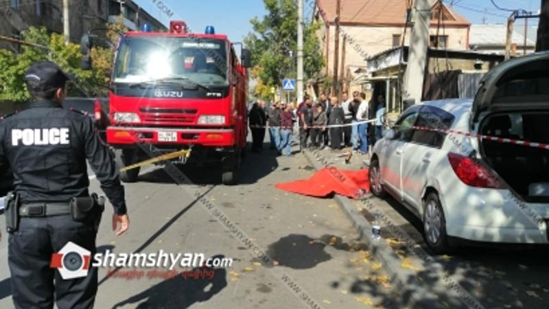 Երևանում Nissan Tiida-ն վրաերթի է ենթարկել կին հետիոտնի, ապա բախվել բետոնե էլեկտրասյանը. հետիոտնը տեղում մահացել է, վարորդը տեղափոխվել է հիվանդանոց