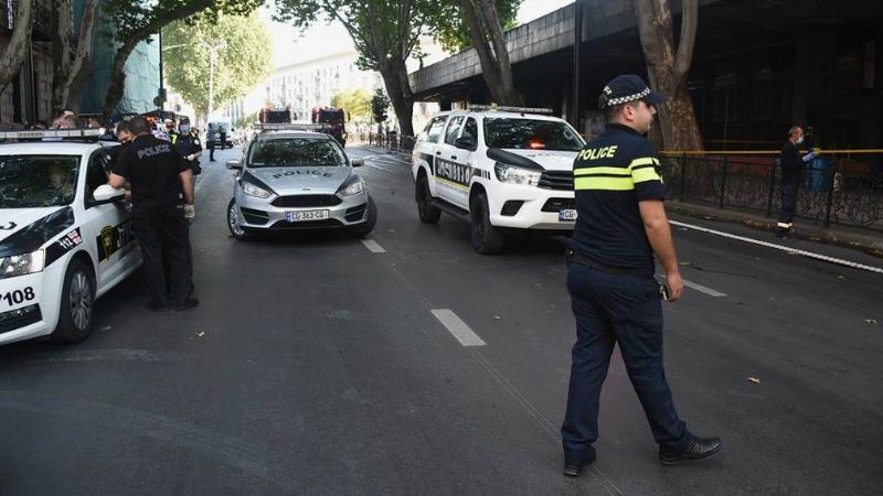 Զինված անհայտ անձը Թբլիսիում 9 հոգու պատանդ է վերցրել
