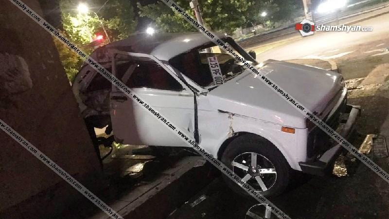 Էջմիածնում 21-ամյա վարորդը Նիվայով բախվել է էլեկտրասյանն ու քարե շինությանը. կան վիրավորները (ֆոտո)