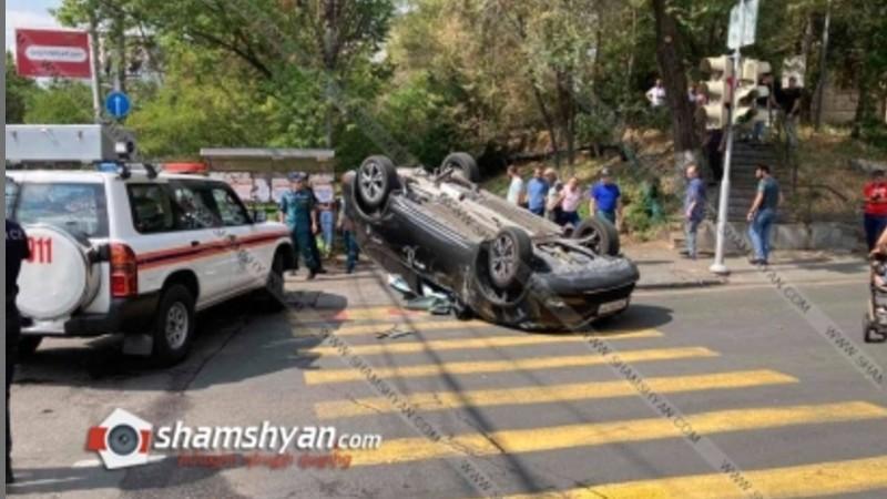 Խոշոր ավտովթար Երևանում. բախվել են Mercedes-ն ու Nissan X-Trail-ը. վերջինը գլխիվայր շրջվել է, կան վիրավորներ