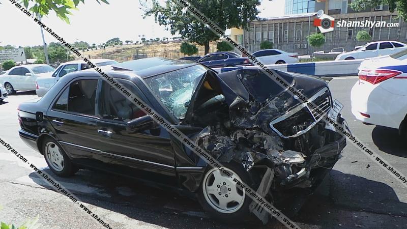 Շղթայական ավտովթար Երևանում. Mercedes-ը բախվել է կայանված Ford-ին, Ford-ն էլ՝ Mitsubishi Pajerօ-ին. կան վիրավորներ