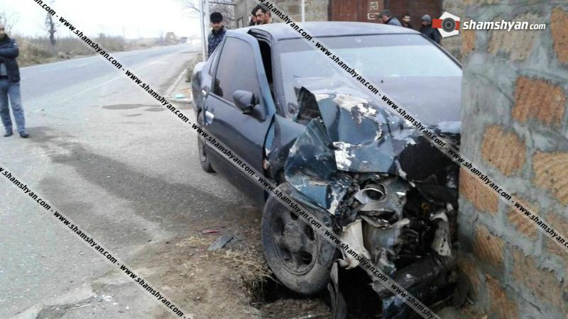 Արմավիրի մարզում բախվել են Opel Sintra-ն ու Nissan Primera-ն, որոնք էլ հետո բախվել են քարե պարսպին․ կան վիրավորներ