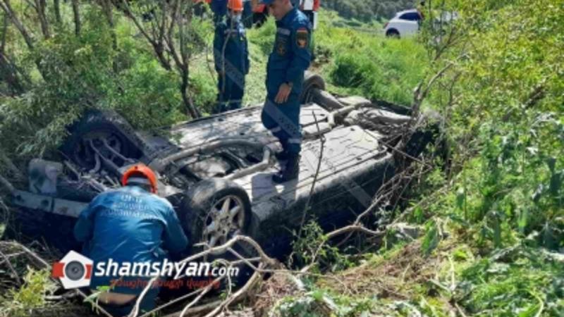 Հանքավանի ճանապարհին բախվել են Mercedes GLA-ն ու Mercedes C-ն, վերջինը գլխիվայր հայտնվել  է ձորում. կան վիրավորներ