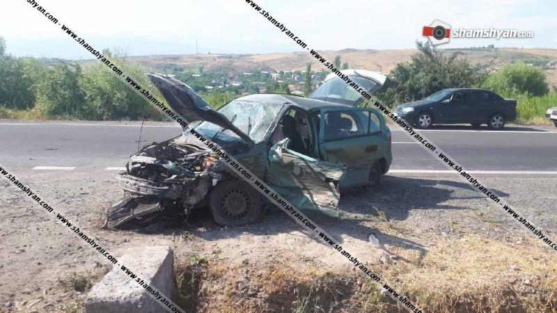Նոր Երզնկա գյուղում բախվել են Opel-ն ու ВАЗ 2102-ը. վարորդները տեղափոխվել են հիվանդանոց