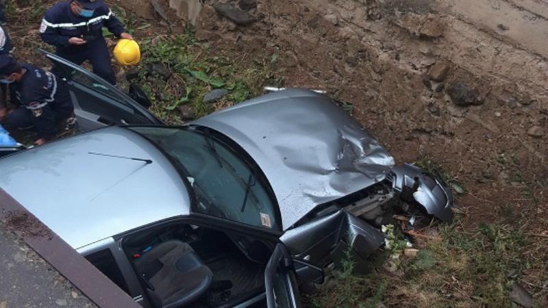 Ավտովթար Եղեգնաձոր քաղաքում․ «Lada» մակնիշի ավտոմեքենան դուրս է եկել ճանապարհի երթևեկելի հատվածից և հայտնվել տներից մեկի բակում․ կա 2 վիրավոր