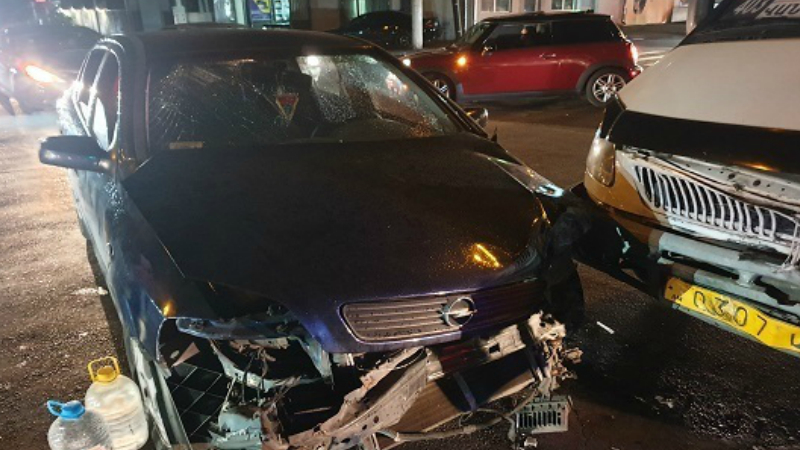 Ավտովթար Երևանում․ բախվել են «ԳԱԶել» մակնիշի երթուղայինը և «Opel Astra G» մակնիշի ավտոմեքենան․ կա տուժած