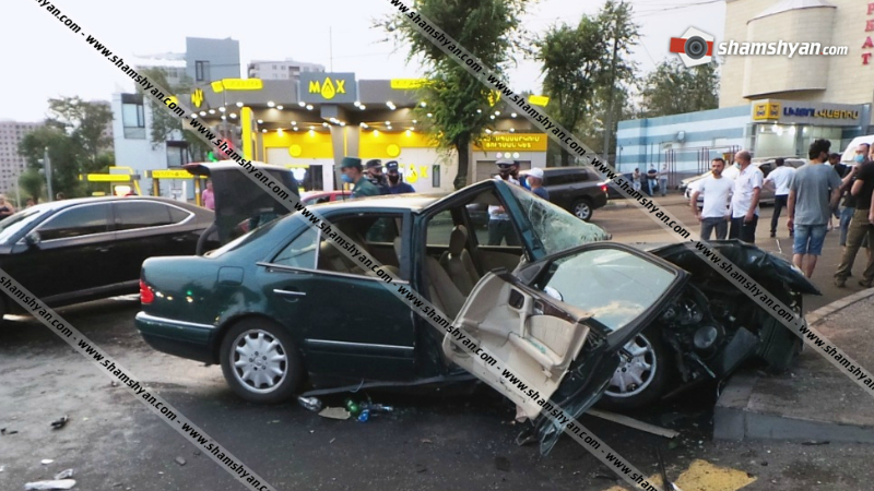 Խոշոր ավտովթար Երևանում․ 4 վիրավորներից 2-ին ավտոմեքենայից դուրս են բերել փրկարարները, օգտագործելով հատուկ տեխնիկա
