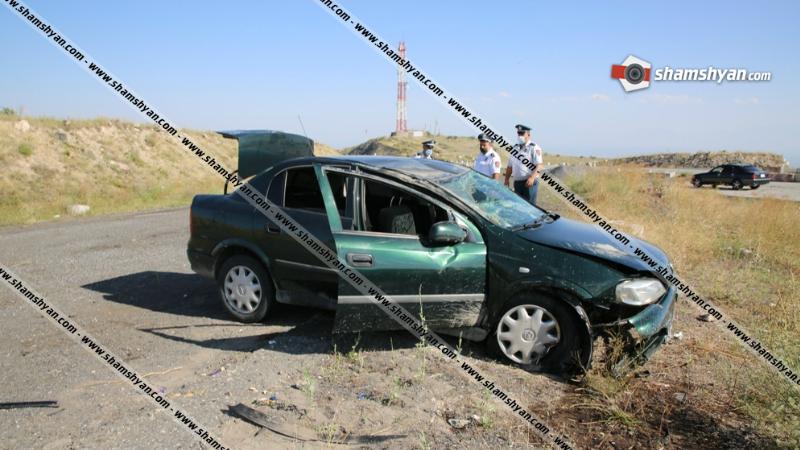Երևան-Գյումրի ավտոճանապարհին մեքենան բախվել է Հյուսիս-Հարավի բետոնե արգելապատնեշներին և շրջվել․ 4 տուժած կա