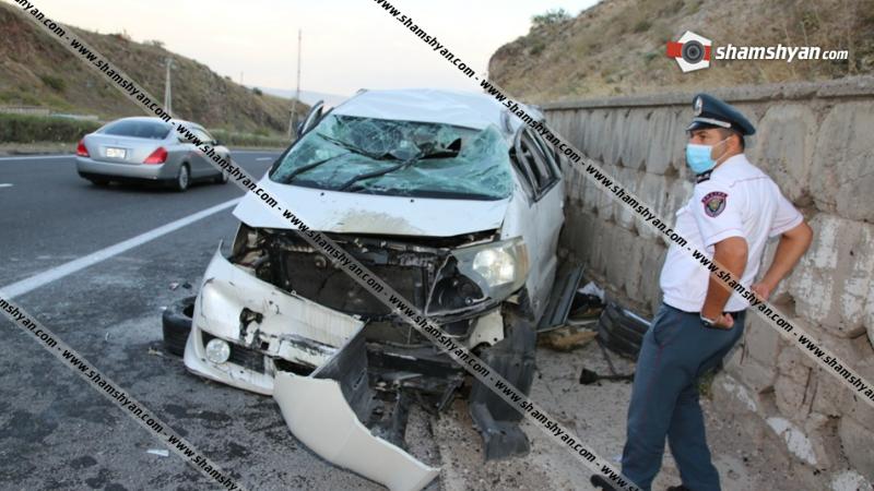Չայնիի ոլորաններում բախվել են Toyota Camry–ն ու Toyota Alphard-ը. կա վիրավոր