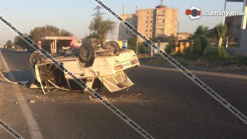 Խոշոր ավտովթար՝ Արմավիրում․ 26-ամյա վարորդը 06-ով բախվել է բետոնե արգելապատնեշին և գլխիվայր շրջվել․ կա վիրավոր