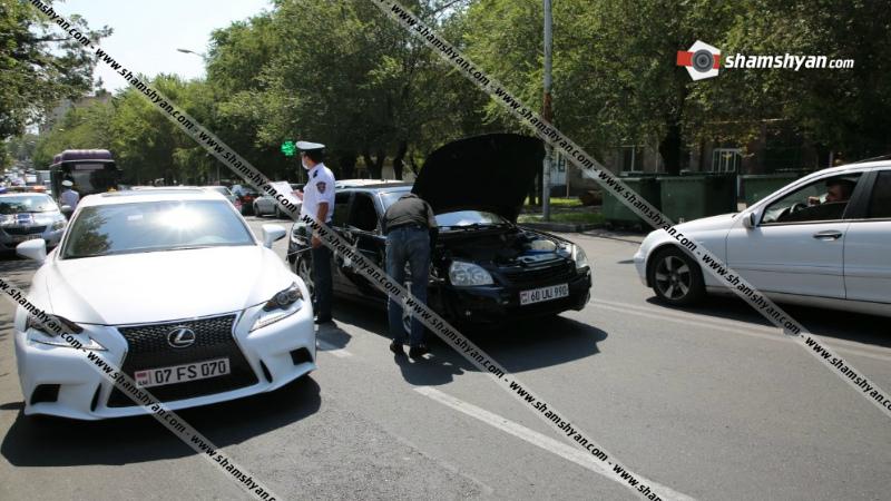 Երեւանում միմյանց են բախվել Գալուստ Սահակյանի որդու Mercedes-ն ու 29-ամյա վարորդի VAZ 217030-ը