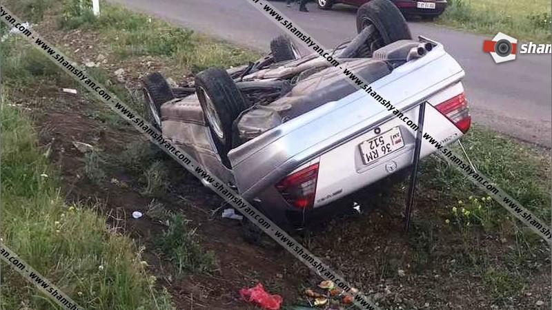 Խոշոր վթար Արագածոտնում. Mercedes-ը բախվել է քարին եւ գլխիվայր շրջվել. կան վիրավորներ
