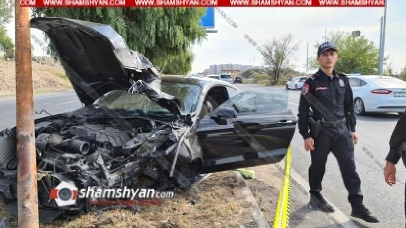 Վահագնի թաղամասի դիմաց Ford Mustang-ը բախվել է էլեկտրասյանը. կա վիրավոր