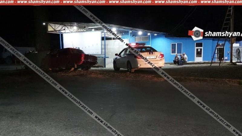 Սյունիքում «ՎԱԶ 2101»-ը բախվել է գազալցակայանի բետոնե պատին․ վարորդը, նրա կինն ու երեխան հիվանդանոցում են