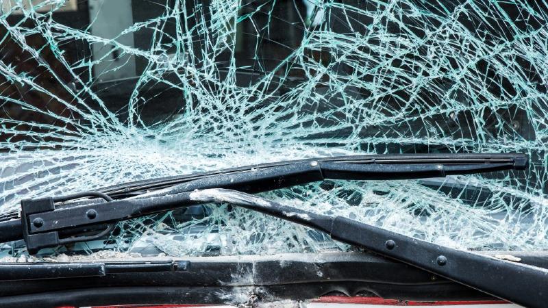 Երևանում «Mercedes C» մակնիշի ավտոմեքենան դուրս է եկել ճանապարհի երթևեկելի հատվածից և մոտ 4 մ սահել դեպի ձորակը