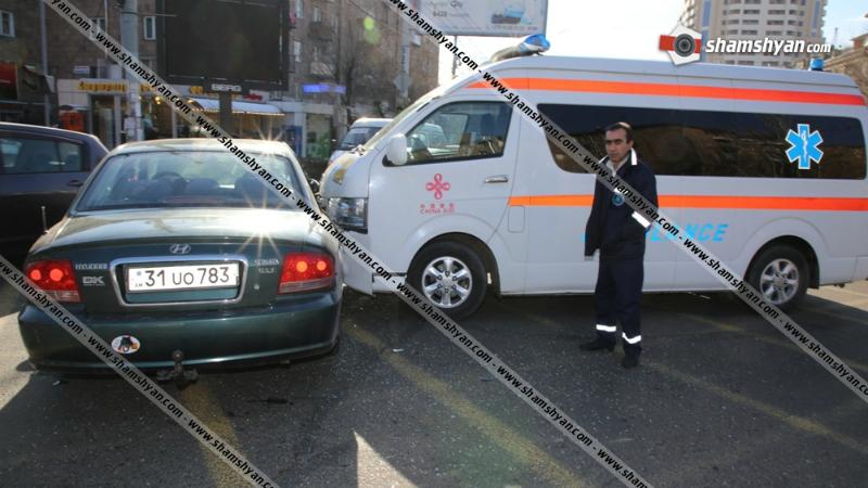 Կոմիտասի-Փափազյան խաչմերուկում բախվել են շտապօգնության մեքենան ու Hyundai-ն