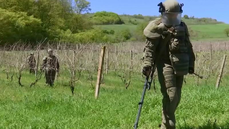 Ռուս խաղաղապահներն ապահովում են Ղարաբաղում գյուղատնտեսական աշխատանքների անվտանգությունը․ ՌԴ ՊՆ (լուսանկարներ)