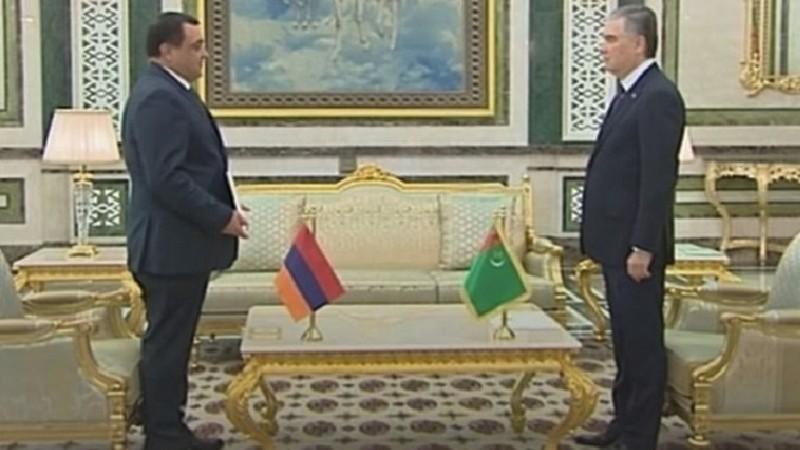 Դեսպան Խարազյանն իր հավատարմագրերն է հանձնել Թուրքմենստանի նախագահին