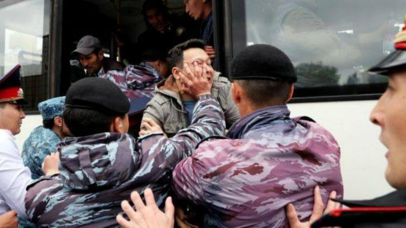 Զանգվածային ձերբակալություններ եւ իրավախախտումներ. Ղազախստանը նախագահ էր ընտրում. ֆոտոշարք