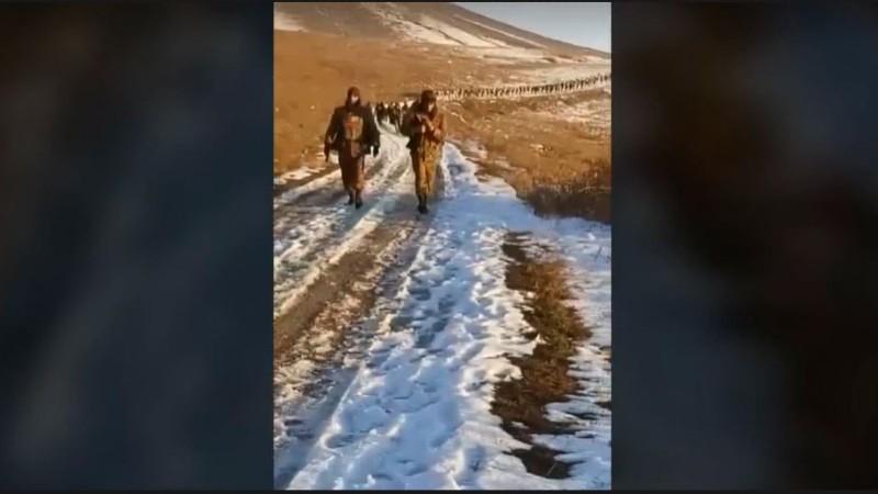 Ինչպես են տղաները հասնում Խծաբերդի խաչմերուկ (տեսանյութ)