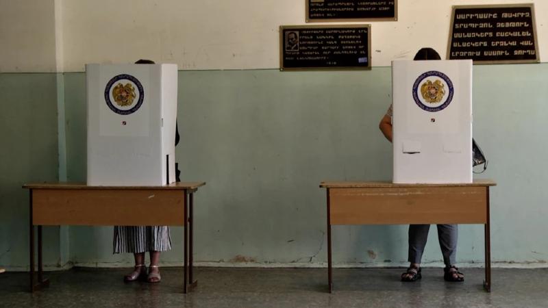 ՔՊ՝ 54,02%, «Հայաստան»՝ 20,09%, «Պատիվ ունեմ»՝ 5.21%, ԲՀԿ՝ 3.96%. ԿԸՀ-ն ամփոփել է 2000 ընտրատեղամասերի նախնական տվյալները