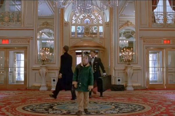 «Տանը միայնակ-2»-ի 25-ամյակի պատվին Նյու Յորքի Plaza հյուրանոցում վերարտադրվել է ֆիլմի մթնոլորտը