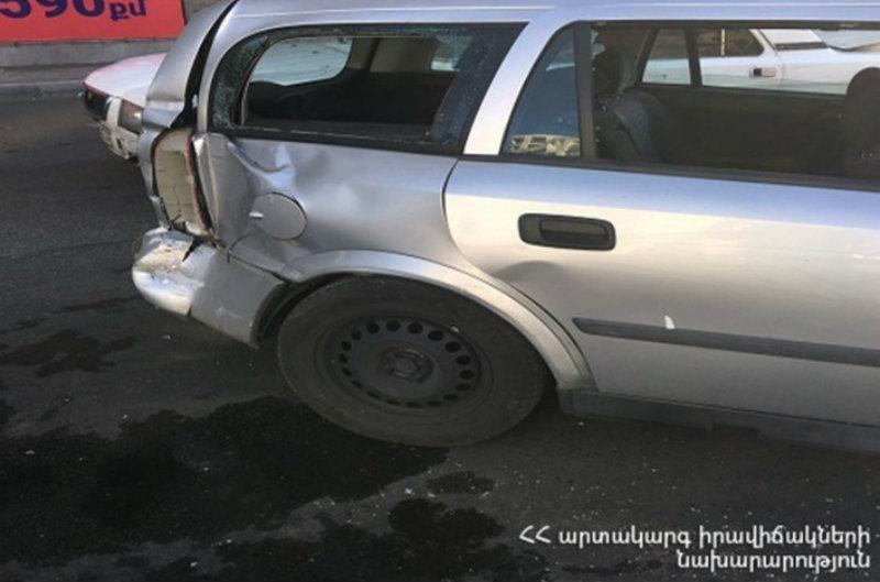 Սարալանջի փողոցից Վերին Անտառային փողոց տանող հատվածում բախվել են Mercedes-ն ու Opel-ը. կան տուժածներ