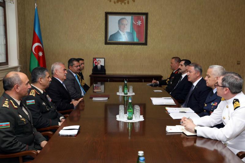 Թուրքիայի պաշտպանության նախարարը Նախիջևանում հանդիպել է Զաքիր Հսանովի հետ