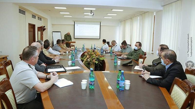 ՀՀ տարածքում շարունակում են գտնվել ադրբեջանական զինվորականներ.ռազմական կցորդներն այցելել են պաշտպանության նախարարություն