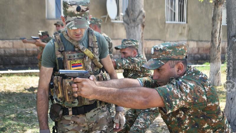 Զորամասերից մեկում զինծառայողների հետ անցկացվել են հրաձգության մարզումներ